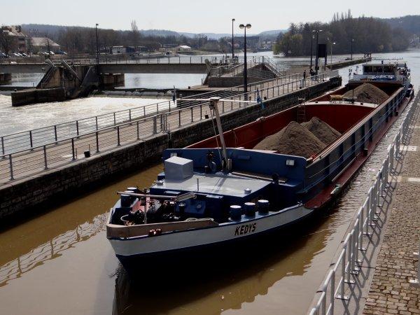 Avril, c'est le mois de l'ouverture des ports de plaisance  ;)  ... En principe dès le 15è jour, parfois avant, pour les vacances de printemps (Pâques)!