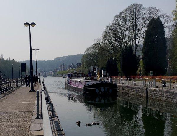 """AURORA (NL) , REGINALD (B) et CINDY (F) , 3 spits parmi les 15 bateaux du 23 avril 2015 ...  ;)   Pour les amoureux des fleuves... Un beau reportage d'Arte, """"Le Rhône, la renaissance d'un fleuve"""""""
