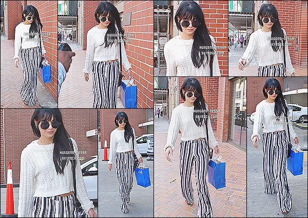 - 04/12/2014 : Nessa a été photographiée avec ses jolies long cheveux faisant du shopping  dans West Hollywood  J'aime beaucoup la tenue de Nessa. J'adore le retour de ses longs cheveux noirs, son pantalon s'accorde avec son haut. C'est un très jolie top -