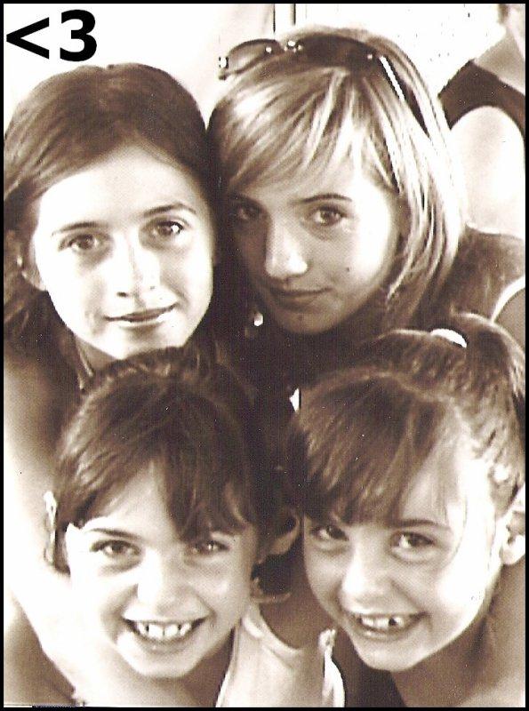 0 «- Les plaisirs de famille consolent de tout.♥» 0 0 0 « - Où peut-on être mieux qu'au sein de sa famille ?♥ »  0 0 0 « -Nulle amie ne vaut une soeur. ♥» 000