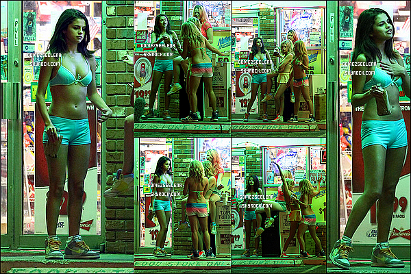 """. 13/03/12___Selena et ses co-stars tournaient des scènes pour le film """"Spring Breakers"""" en Floride. ."""