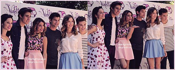 26.06.2013 - Martina et le cast de Violetta sur la terrasse de l'Hôtel Westin à Milan en Italie.