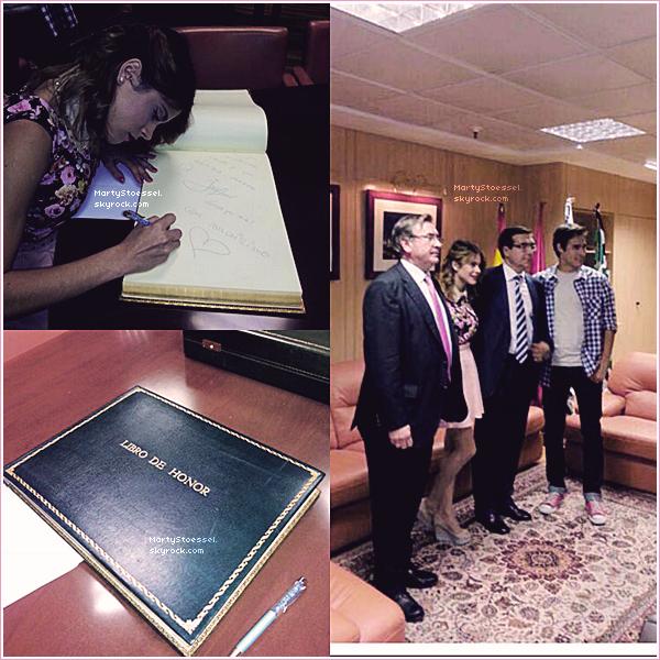 Martina et Jorge signant le livre d'honneur du Cortes Ingles en Espagne.