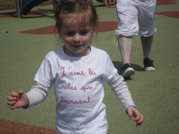 Voici ma petite soeur ke j'aime bien plu ke tou jtm Angelina (l)