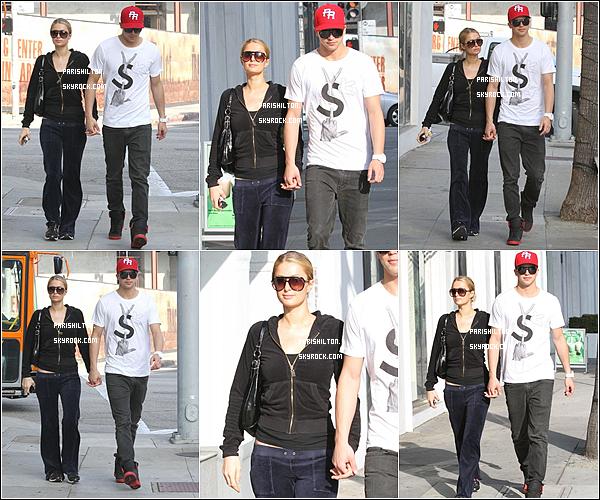 """- Paris était de sortie le 17 Novembre avec son boyfriend au restaurant """"BOA Steakhouse"""" West Hollywod.-"""