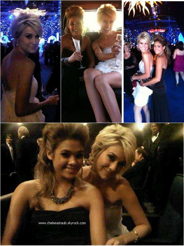 - 21/08/2010 - Quelques photos postées sur le twitter de Chelsea avec Nicole A. durant les Emmy Awards. -