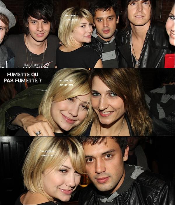 CHELSEA KANE SAIT FAIRE LA FÊTE ET ELLE VEUT QUE CA SE SACHE !     Le 20 Décembre 2010, Chelsea & ses amis faisaient la fête et elle ne s'est pas montrée très fraîche !