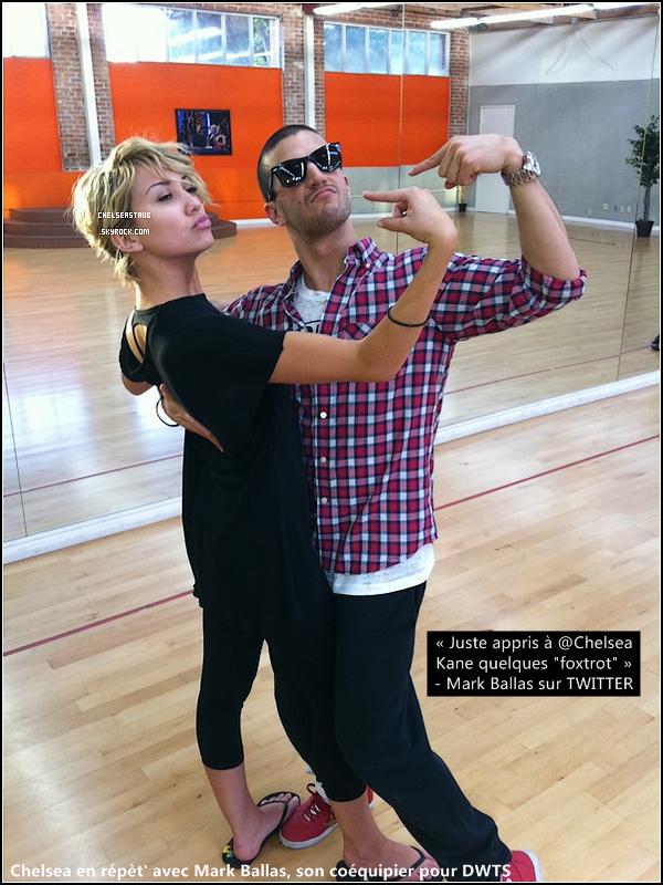 CHELSEA KANE DANS « DANCING WITH THE STARS » !      C'est désormais officiel, Chelsea participera bel et bien à la 12° saison de l'émission américaine à succès : « Dancing With The Stars ». Ce show a d'ailleurs été récemment adapté en France,  vous pouvez en effet regarder la version FR le Samedi à 20h50 sur TF1. Le concept est simple : une célébrité et un danseur professionnel ont une semaine pour apprendre une chorégraphie, afin de la présenter en direct à un jury de professionnels ainsi qu'au public et aux téléspectateurs. S'ils savent les convaincre, ils gagneront le droit de revenir la semaine d'après, les plus mauvais seront éliminés. Et Chelsea a accepté de participer à cette émission. Le premier prime aura lieu le 21 Mars à 20 heures (heure US) sur la chaîne ABC ! D'après la rumeur elle devrait avoir pour partenaire un certain Mark Ballas... (POUR EN SAVOIR PLUS SUR DWTS, CLIQUE ICI)