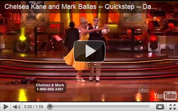 . Le 25 avril, Chelsea et Mark Ballas exécutaient leur danse sur le plateau de Dancing with the stars.  Ils dansaient un Quickstep. Ils ont vraiment bien dansé. Que penses-tu de leur performance ? .