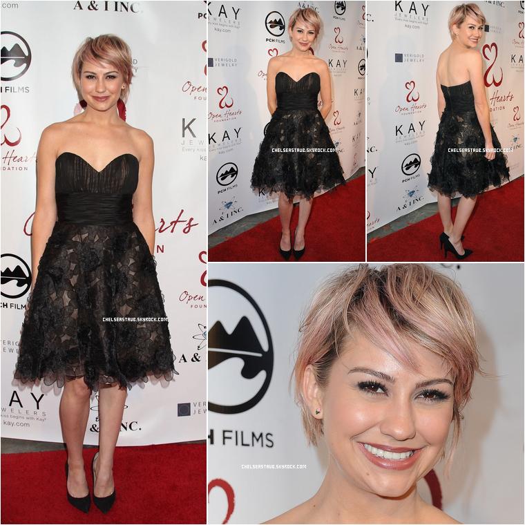 10 MAI 2014 - Chelsea était au gala de la fondation Open Hearts à Malibu (Californie).  Je n'aime pas avec sa tenue, mais sa coupe de cheveux est mieux que la dernière fois.