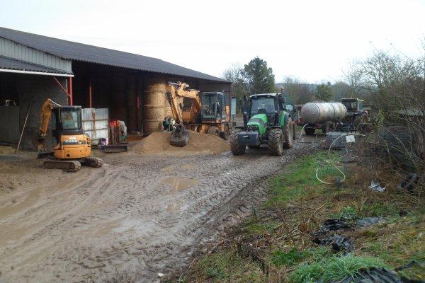 Terrasement, beton pour le nouveau atelier!