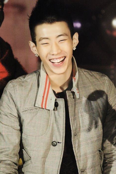 (*)Le rire, c'est une poussière de joie qui fait le bonheur du coeur!!(*)