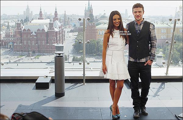 """27/07/11 : Mila et Justin étaient présent à un Photocall pour promouvoir  """"Friends With Benefits"""" à Moscou. Mila parle russe, de plus la Russie est le pays natal de notre chère Mila Kunis qui est née et qui a grandi là bas jusqu'à ses 12 ans."""