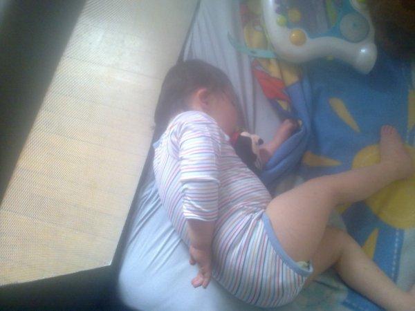 mon petit mec qui fait la sieste