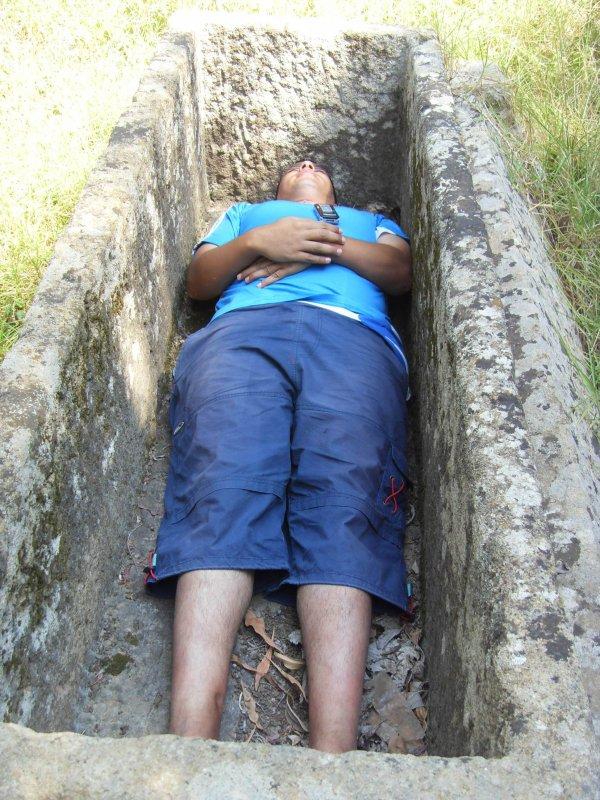 Chirbar dans la tombe romain loooooooooooooooooooooooooool