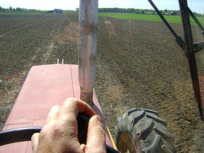 Préparation des terres pour les semis de maïs chez moi 2011