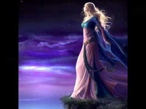 Je m'éclipse sur la pointe des pieds.......... en vous souhaitant une merveilleuse soirée à tous et une douce nuit de rêves magnifiques