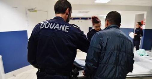 Un enfant de 8 ans retenu depuis dix jours en zone d'attente à Roissy