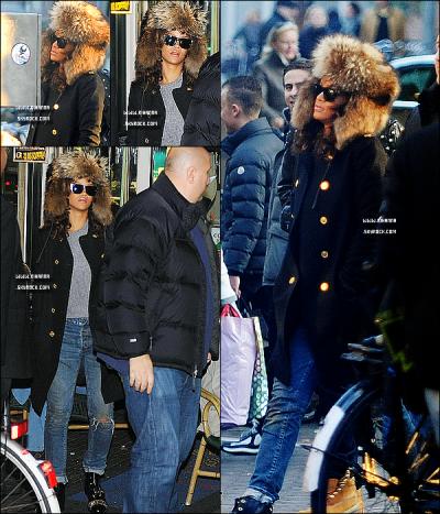 Rihanna , prend quelques jours de pause entre deux shows du « Loud Tour » pour se rendre en studio et visiter Amsterdam. En effet , la belle Riri' a été aperçue dans un café en compagnie de ses ami(e)s .