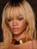 Rihanna n'a pas hésité à payer 18.000 euros pour entretenir sa tignasse . La belle blonde a fini en panique à la veille d'un show télévisé à Londres.