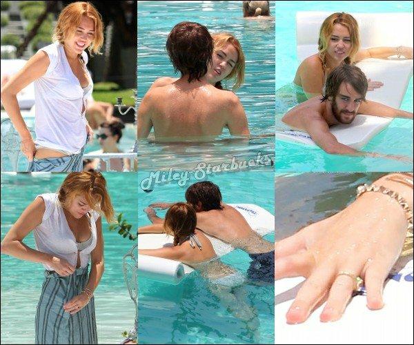 13/06 : Miley et Cheyne à la piscine à Miami