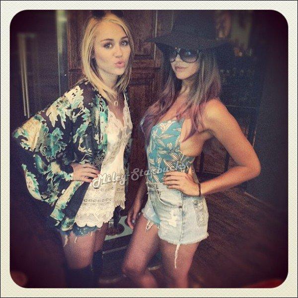 15/07  Miley et Liam font encore du Skateboard