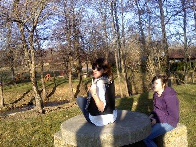 moi et Elles ( gilet a carreaux = moi / chemise blanche = Kaam' / Pull violet = Candou )