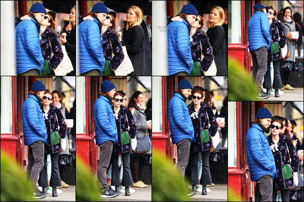 . 04/04/17 -Emma Roberts, ainsi que son chéri Evan Peters ont été vus ensemble, dans les rues de New York ! L'ambiance n'avait pas l'air d'être au rendez-vous chez notre petit couple.. Concernant la tenue de Emma, je n'aime pas du tout, un flop.. .