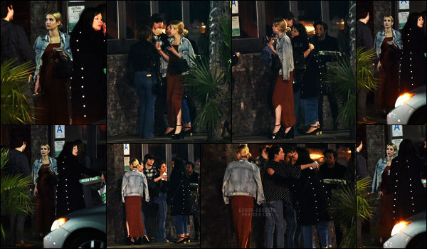 . 21/01/17 -Emma Roberts a été reperée dans la soirée en compagnie de quelques amis dans Hollywood, CA. Emma Roberts porte une très jolie robe marron, qui semble lui aller à merveille, malgré le peu de photos, je lui accorde un top ! Et vous ? .