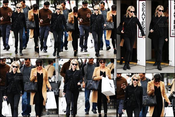 . 05/01/17 -Emma Roberts est aller prendre son déjeuner en compagnie de Lea Michele, à West Hollywood ! Encore une sortie de la belle miss Roberts, je ne suis tout de même pas fan de cette tenue, je n'aime pas trop le jean ni la veste, flop. .