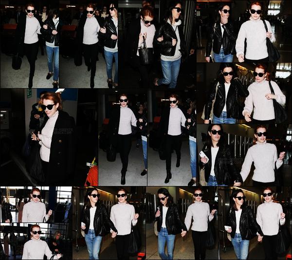 . 01/03/17 -Emma Roberts a été aperçue à l'aéroport de Los Angeles, puis arrivant à Charles-de-Gaulle, Paris. C'est tard dans la nuit du 28 février qu'Emma Roberts a fait le voyage de Los Angeles jusqu'à Paris à l'occasion de la Fashion Week Womenswear 2017 .