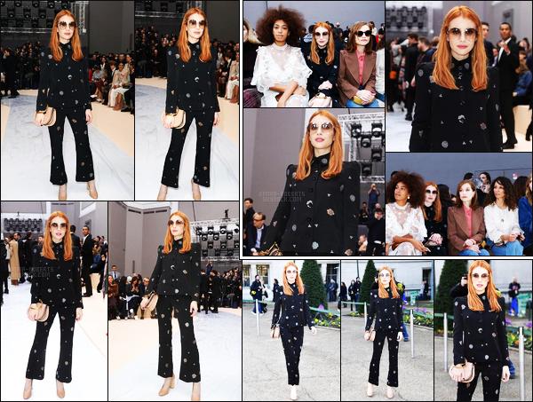 . 02/03/17 -Emma Roberts a assistée au show de Chloe dans le cadre de la Fashion Week dans Paris, France. Emma R. était très jolie dans son ensemble, je trouve qu'il lui va vraiment bien ! Pour ma part, c'est encore une fois un top pour l'actrice ! .