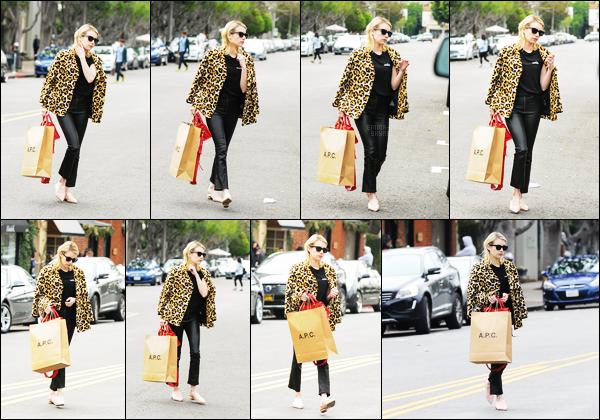 . 04/01/17 -Emma Roberts a été vue faisant les boutiques chez APC se situant dans le comté de Los Angeles. Nous avons droit à notre magnifique premier candid de l'année et je n'en suis pas déçu, Emma est vraiment de toute beauté, un gros top. .