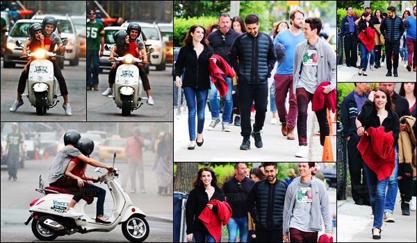 . 30.05.17 - Emma Rose Roberts a été photographiée en plein tournage sur le set de«Little Italy» à Toronto, Canada. C'est sous la pluie que le tournage se poursuit, toujours dans la ville de Toronto au Canada. Emma. R semble ravie sur le tournage, top ! .