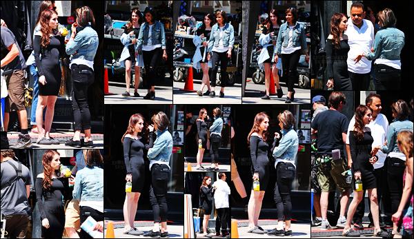 . 12.06.17 - Emma Roberts a été photographiée de nouveau sur le set du film«Little Italy» dans Toronto, auCanada ! Notre belle Emma Roberts a été repérée sur le set de son prochain film Little Italy toujours dans la ville de Toronto. Un top pour la belle. .