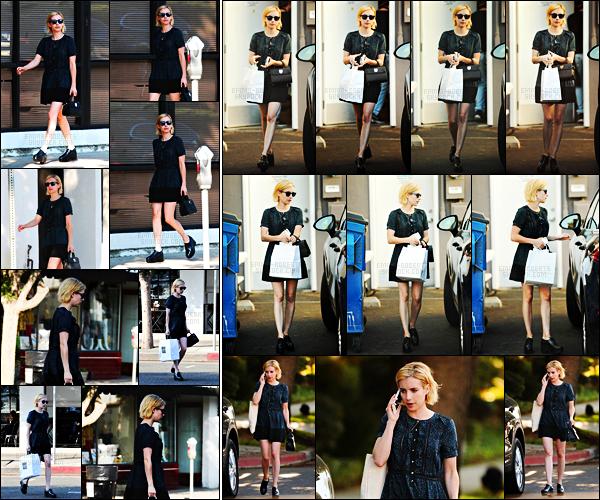 . 25.08.17 -Emma Robertsa été aperçue dans une robe noire, après avoir fait quelques boutiques de Studio City, en CA. Un peu plus tard, notre belle Emma Roberts a de nouveau été repérée quittant la boutique Big Sugar Bake se trouvant à Los Angeles, top .