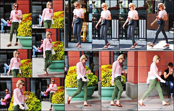 . 03.10.17 - Emma Roberts a été photographiée quittant la boutique « Anastasia Cosmetic » se situant dans Beverly Hills Emma porte une petite tenue mignonne lors de cette sortie, un petit top ! La veuille elle sortait d'un café situé dans West Hollywood, top ! .