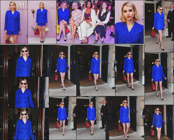 . 16.02.18 - Emma Roberts s'est rendue au défilé de la marque '«Mulberry » 'durant la Fashion Week'▬'dansLondres ! Emma est sublime dans son ensemble bleue roi top. Elle a été vue également après le défilé à la présentation Mulberry : Beyond Heritage  .