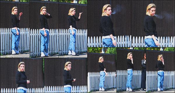 . 14.03.18 - Emma Robertsa été photographiée par la paps faisant une pausecigarette'▬'dans la ville deLos Angeles La jolie blonde a été repérée fumant sa cigarette dans les rues de Los Angeles. Concernant la tenue je n'aime pas trop, c'est donc un flop .