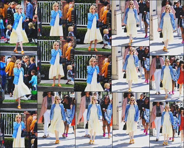 . 17.03.18 - Emma Robertsa été photographiée faisant unebalade avec une amie'▬'dansBeverly Hills, en Californie. La belle Emma Roberts a été repérée sous le soleil de Beverly Hills prenant du bon temps avec une amie. Niveau tenue, c'est un gros top .