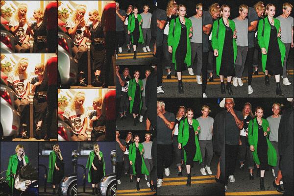 . 14.06.18 - Emma Robertsa été vue tard dans la nuit, en compagnie d'une amie, dans un  bar de''▬''Los Angeles, Calif. Nous retrouvons Emma Roberts en compagnie d'une amie fumant une cigarette dans un bar de Los Angeles, j'aime assez sa tenue, un top .