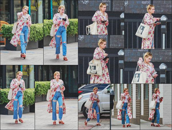 . 16.06.18 - Emma Robertsa été aperçue avec une amie lors d'une journée shopping dans'' ▬ ''Los Angeles, Californie. Notre belle Emma reprend les sorties pour notre plus grand plaisir. Elle a donc était vue dans LA avec une amie. Je lui accorde un joli top. .