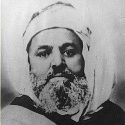 Cheikh El Haddad, de son vrai nom Muḥand Amezyan Aḥeddad (1790-1873) est l'un des principaux leaders des révoltes survenues en Algérie au XIXe siècle suite à la conquête française.Muḥand Amezyan Aḥeddad était le chef de la confrérie Rahmania au village de Seddouk-Ouffella (commune de Seddouk, wilaya de Béjaïa). Le 8 avril 1871, à l'âge de 80 ans il appelle à la révolte lors d'un rassemblement au souk de Mcisna (aujourd'hui Seddouk).Cet appel a la lutte contre les colonisateurs français est marqué par une phrase célèbre dans toute l'Algérie: Ad-nṭeyer irrumiyen ɣef ullel am ṭiyreɣ taεakkazt-agi ɣer wakkal, ce qui veut dire « Nous jetterons les français en mer comme je jette ce bâton par terre A la proclamation le 14 mars 1871 du soulèvement par El Mokrani, les révoltés menés par ses fils Aziz et M'hand donnent les premiers assauts.Bilan : 100 000 Algériens morts, saisie des terres, émigration de beaucoup d'Algériens (surtout vers la Syrie) déportation d'une partie des révoltés, dont Aziz et M'hand au bagne de Nouvelle-Calédonie. (voir l'article : Kabyles du Pacifique) et parution du code de l'indigénat (1881)Suite à la défaite, Cheikh Aheddad est emprisonné et ses deux fils sont déportés en Nouvelle-Calédonie. Il meurt en détention le 29 avril 1873 après sa condamnation par la cour d'assises de Constantine à 5 ans de prison le 19 avril 1873. Il fut inhumé au cimetière de Constantine .Comme il l'avait souhaité avant sa mort, sa ré-inhumation et celle de ses fils Aziz et M'hand a eu lieu lors d'une cérémonie les 2 et 3 juillet 2009 à Seddouk-Ouffella.