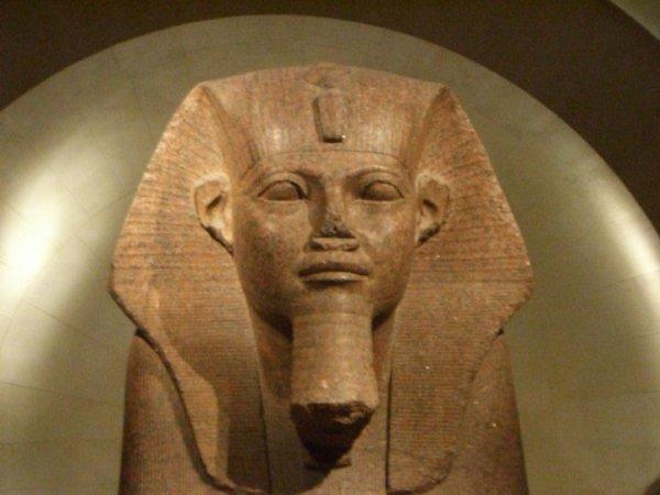 le roi amazigh Grand sphinx de granit réinscrit au nom de Sheshonq Ier - Trouvé à Tanis, aujourd'hui au musée du Louvre