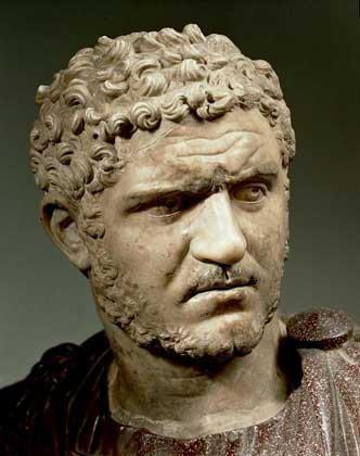 Caracalla (4 avril 188 - 8 avril 217), né Septimius Bassianus puis appelé Marcus Aurelius Severus Antoninus Augustus, est un empereur romain, qui régna de 211 à 217. Il est l'auteur de l'édit de Caracalla qui étendit la citoyenneté romaine à tous les habitants de l'Empire.D'origine amazigh par son père Septime Sévère et syrienne par sa mère Julia Domna, il naquit en 188 à Lugdunum (aujourd'hui Lyon), son père étant alors gouverneur des Gaules. Baptisé Lucius Septimius Bassianus, il fut par la suite renommé Marcus Aurelius Antoninus, afin d'être rapproché de la dynastie des Antonins. Son sobriquet de Caracalla vient d'un type de vêtement gaulois à capuchon et manches longues qu'il avait coutume de porter dès l'âge de douze ans.