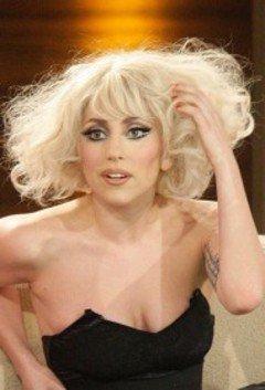 Lady Gaga impressionnée par la reprise de Maria Aragon de Born This Way l'invite pour un duo.