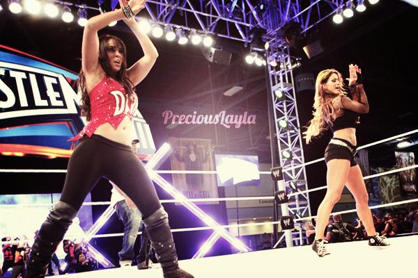 Layla à Wrestlemania 28 Axxess  avec Eve et Timbaland.