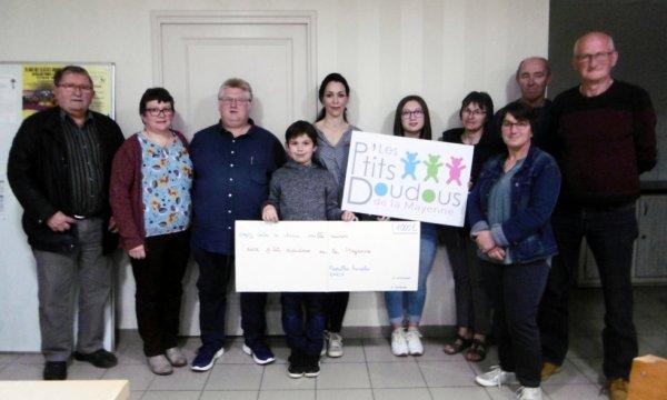 remise d'un chèque de 1000 euros à l'association des ptits doudous de la Mayenne le 19 avril 2019
