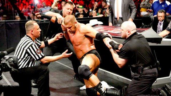 Nouveau ckient pour Heyman ; AJ gagne encore ; Triple H perd connaissance et tous les resultats de RAW