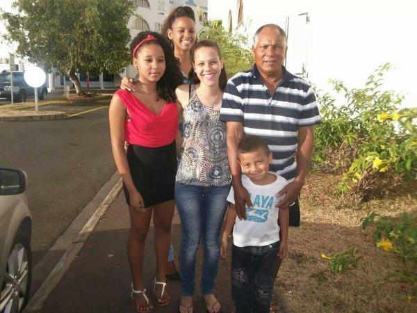 Ma famille qu'est ce qu'elle me manque :(